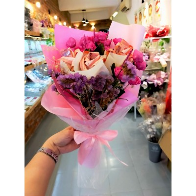 Cash flower with artificial roses RM10*9pcs
